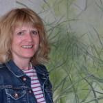 "Doris Papenbreer vor ihrem Werk ""Weitblick"""