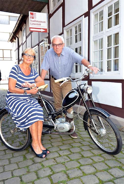 Renate Horsmann und Dr. Rolf Westheider freuen sich über den Pättkenschnüwer