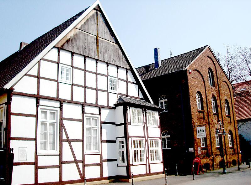 """Unsere beiden """"Haupthäuser"""" an der Kökerstraße"""